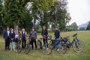 Gruppenfoto mit dem Verbandsgemeindebürgermeister