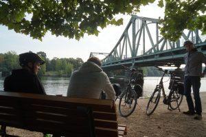 Pause an der Glienicker Brücke