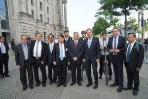 Gruppenfoto vor dem Bundestag